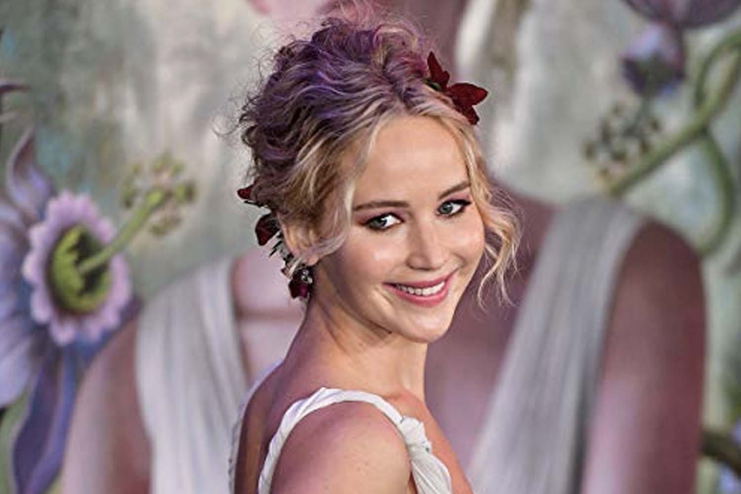 Jennifer Lawrence's Wedding Dress (And All The Details Of ...
