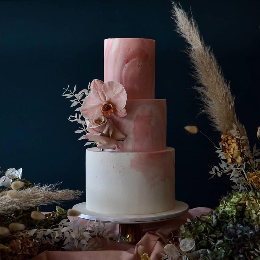 simple-wedding-cake-pink