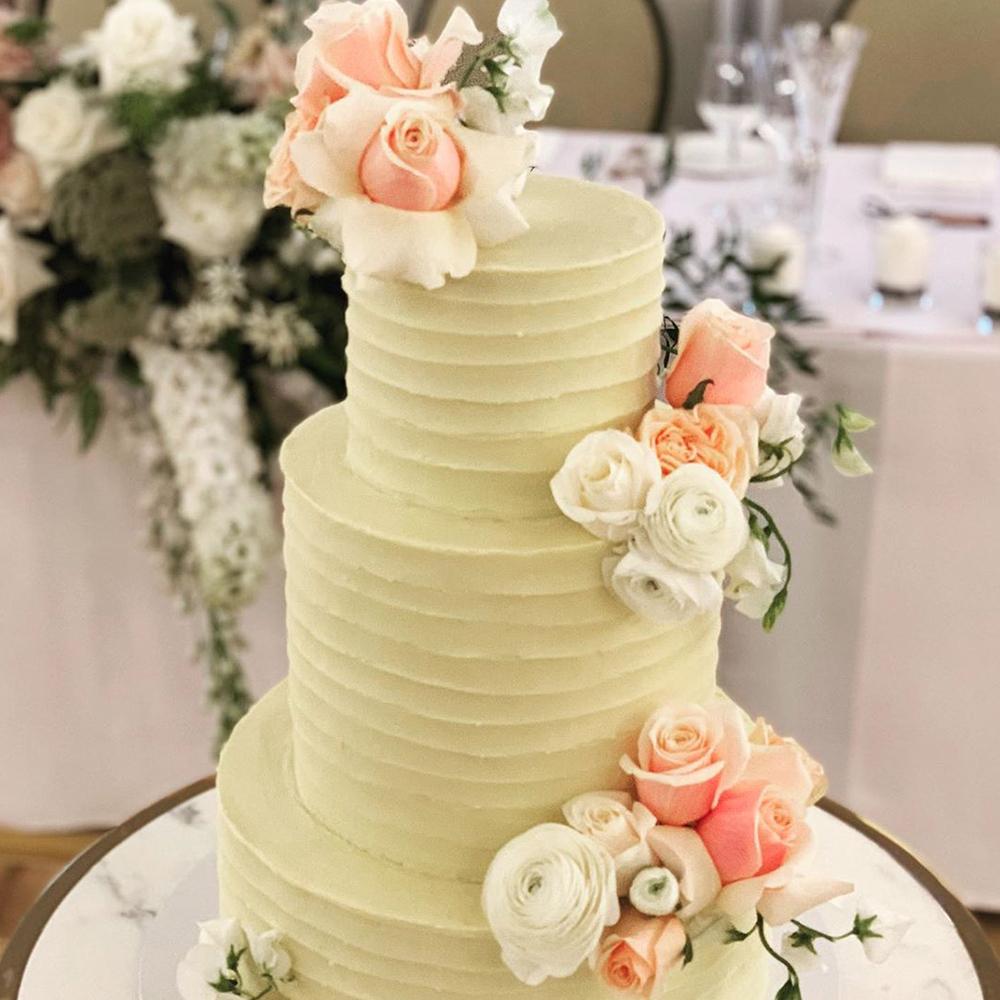 textured-wedding-cake