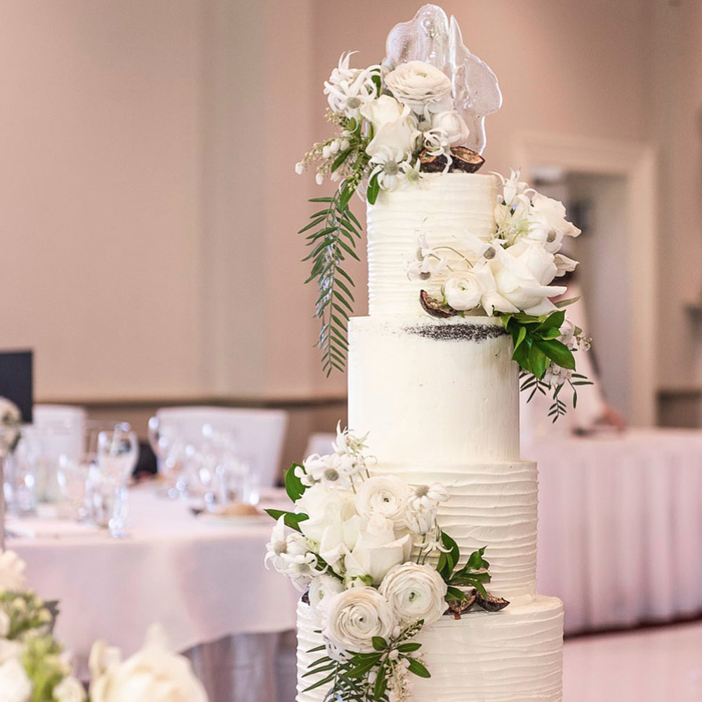 white-textured-naked-wedding-cake
