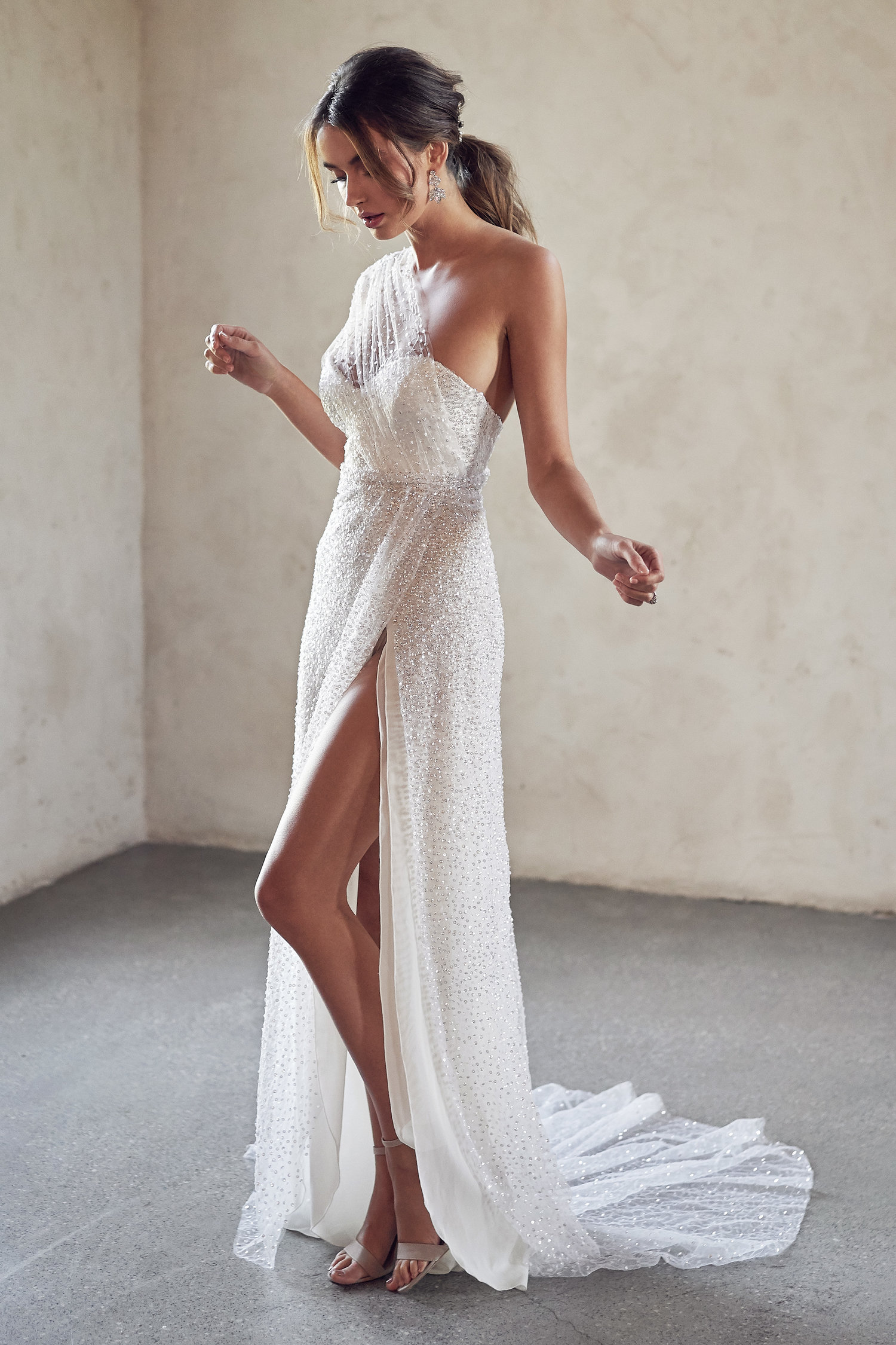 anna-campbell-side-split-wedding-gown