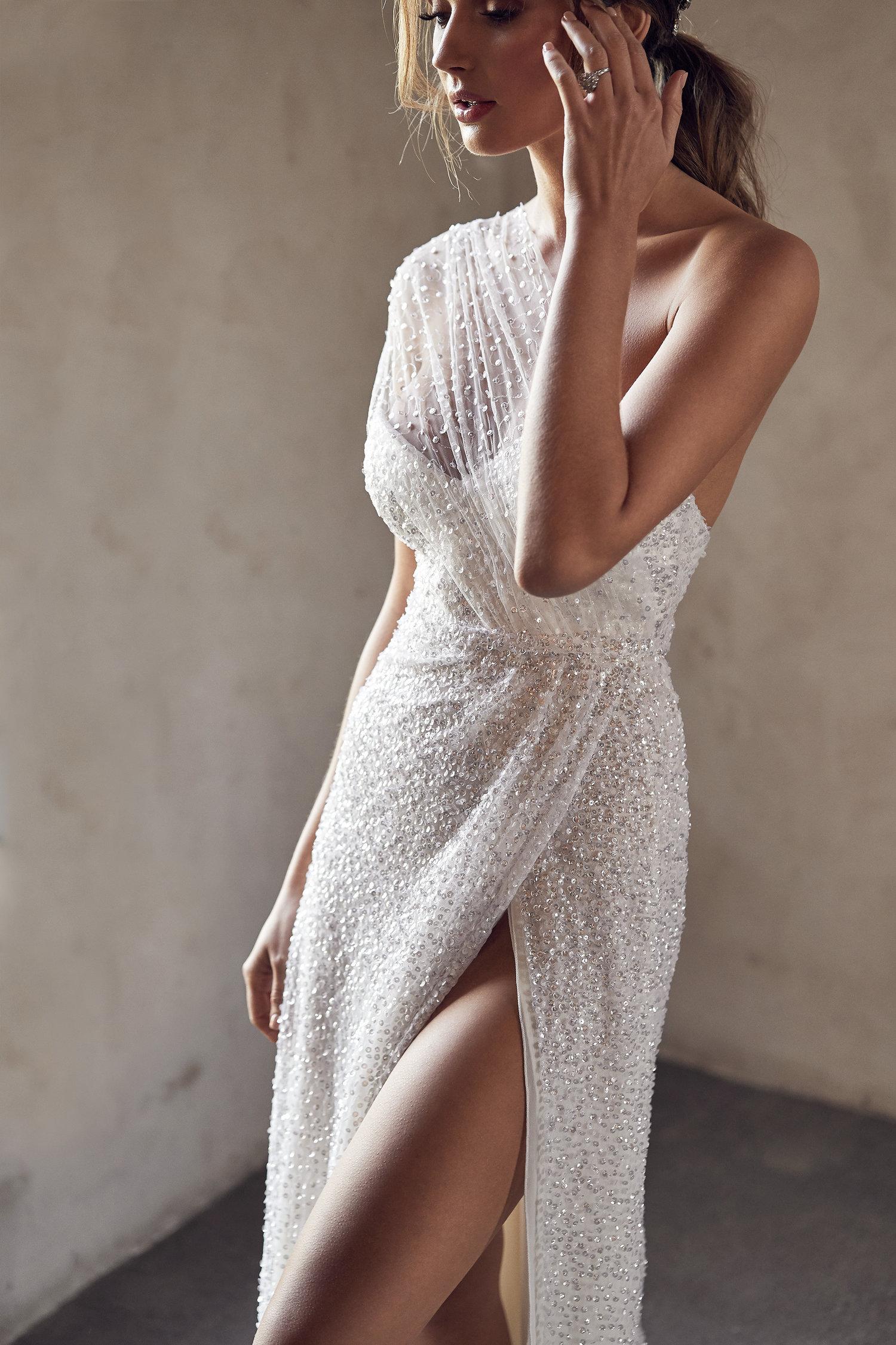anna-campbell-tate-side-split-wedding-dress