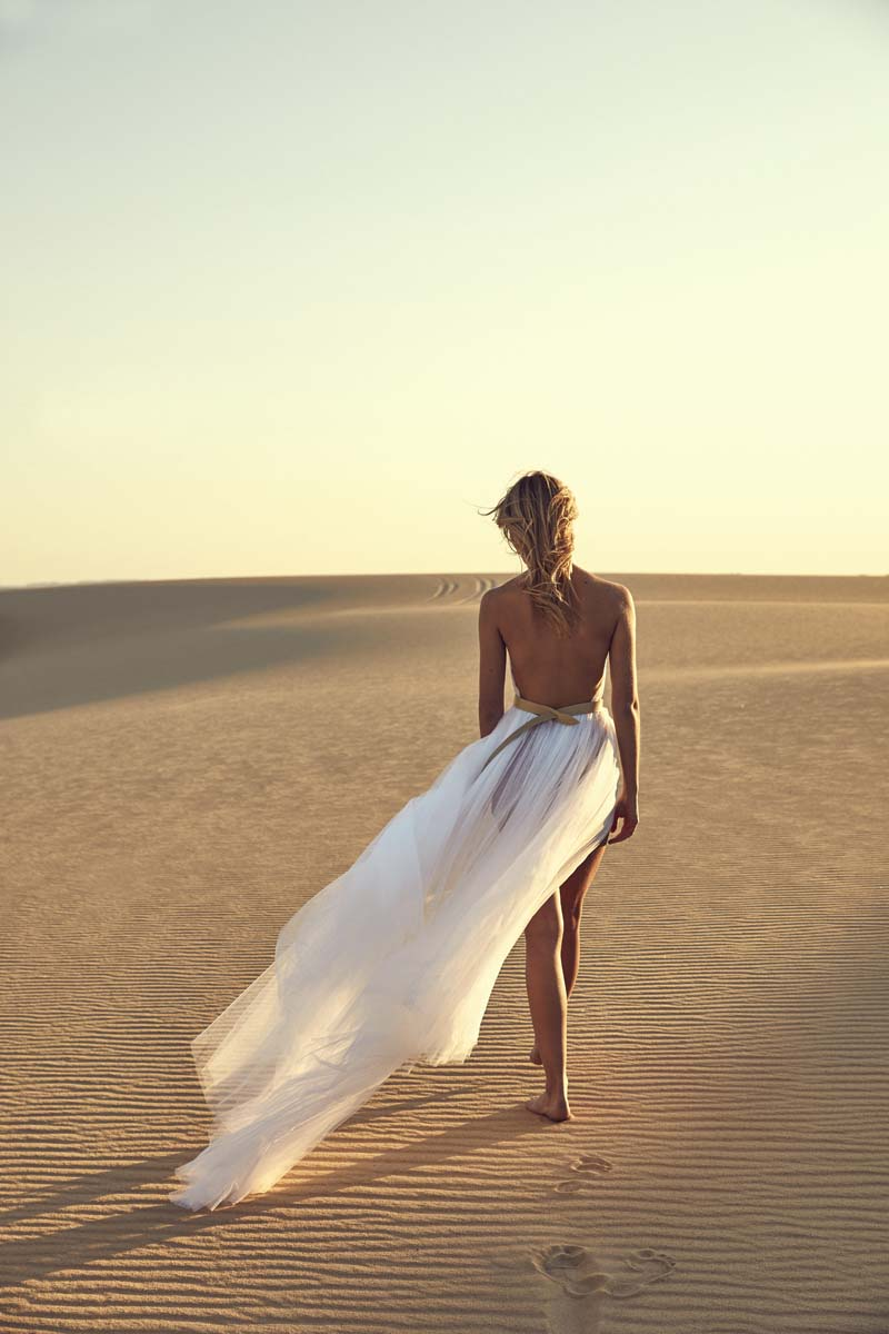 backless-wedding-dress-halterneck